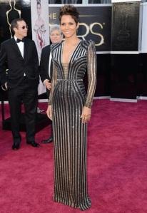 Halle Berry por Versace